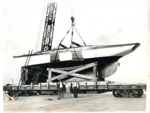 Blagen Boat and crane
